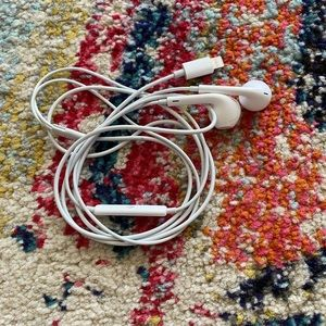 Apple Ear Pods - Lightning Cable